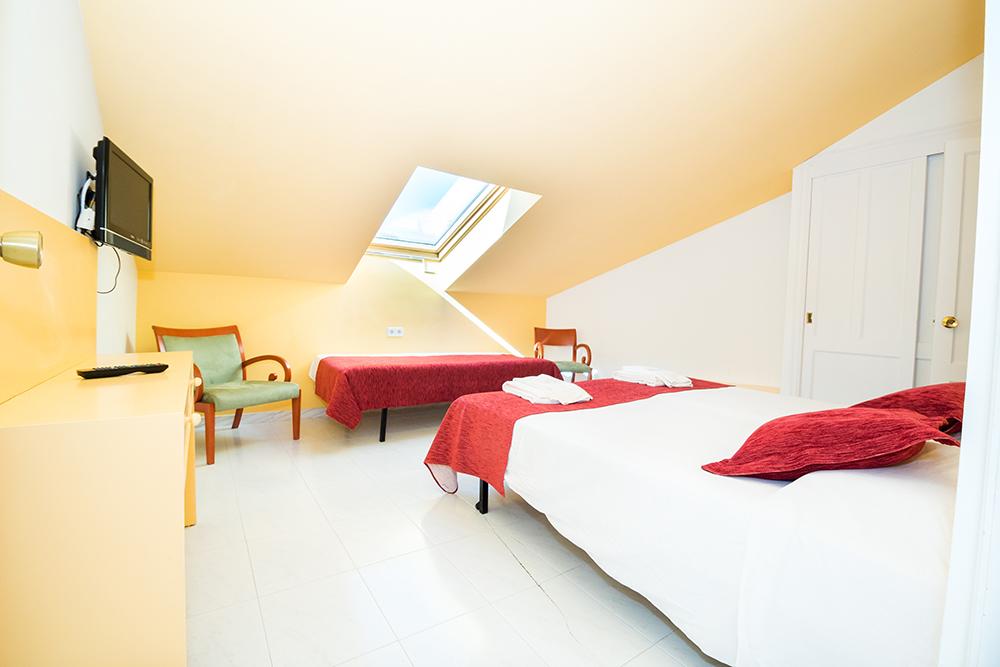 Habitaci N Doble Superior Con Ba O En Suite Fonda Llabr S